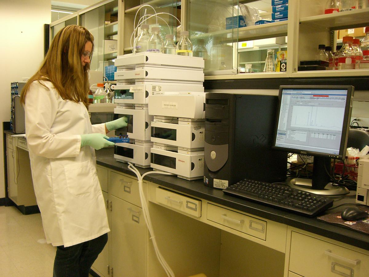 Επικύρωση εργαστηριακών εξετάσεων από Τεχνολόγους Ιατρικών Εργαστηρίων στο Βιοχημικό εργαστήριο